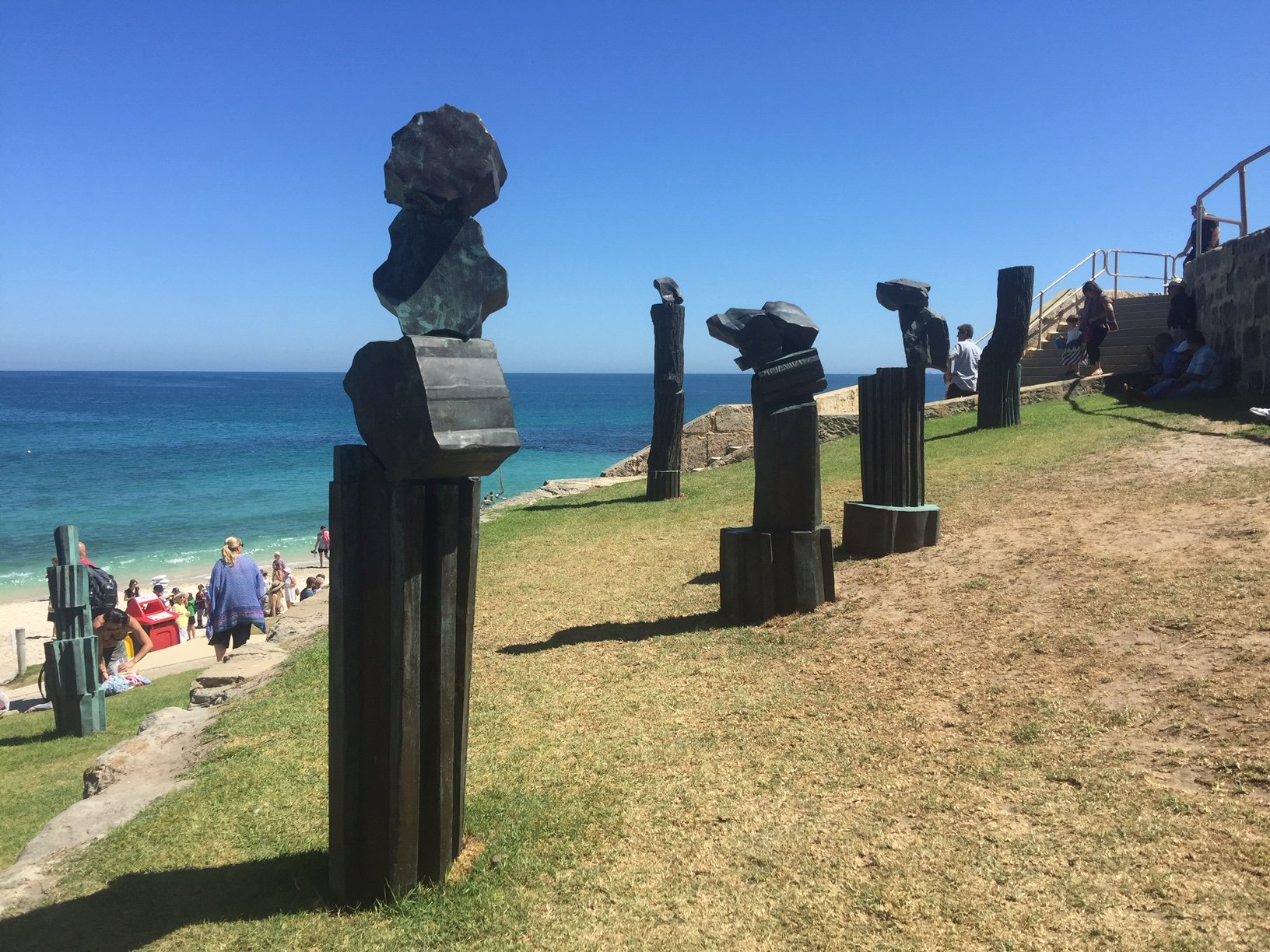 Peter Lundberg, Poets, Scholars and Thieves, Sculpture by the Sea, Cottesloe 2019 ©Peter Lundberg