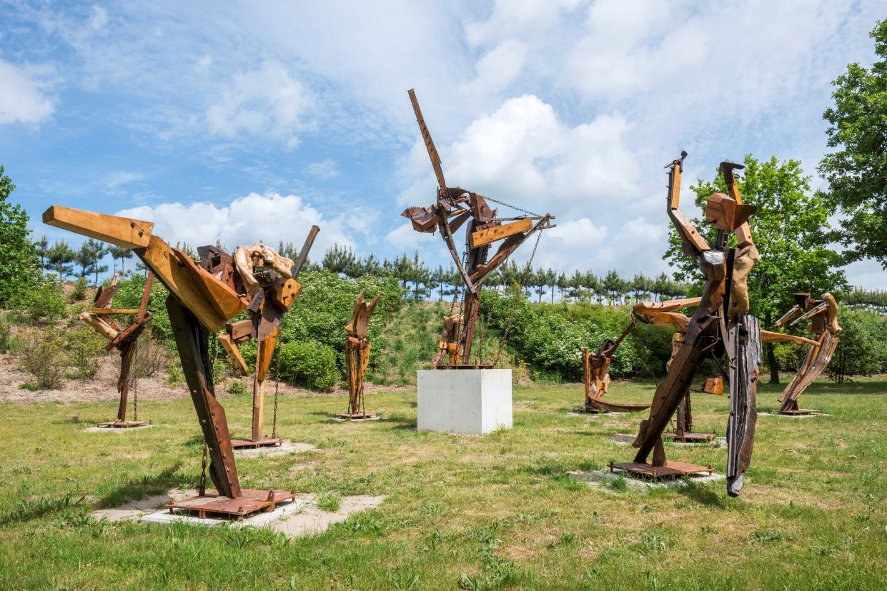 Ivan Cremer (1984, NL) The Birth of Apollo, 2019, scrapwood, metal, photo courtesy the artist