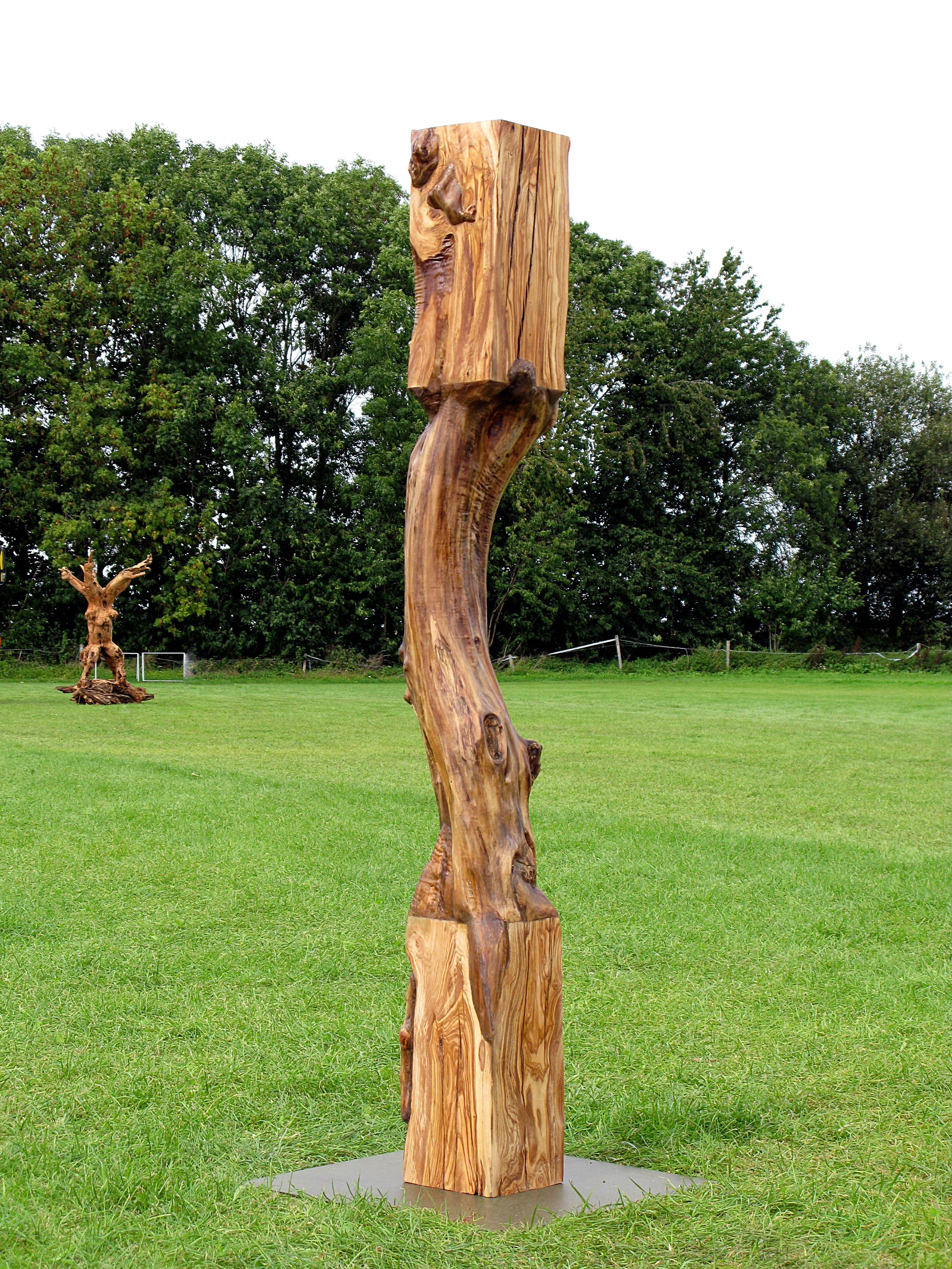 """Two Worlds"", 2011, olive wood, 370 cm x 170 cm x 150 cm, Copyright: Mirek Struzik (private collection)"