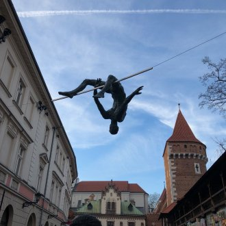 Above the Bar - balancing sculpture by Jerzy 'Jotka' Kedziora, Krakow (Poland)
