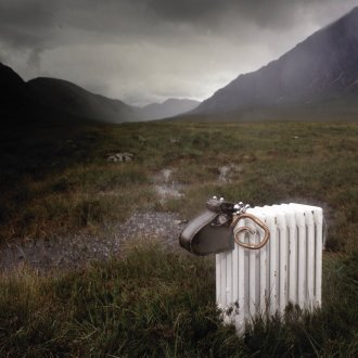 Sophie Marsham, Radiator Sheep, 2003, Mixed Media, Metall, Stahl, 90 x 40 x 100 cm, photographed in the Highlands of Scotland