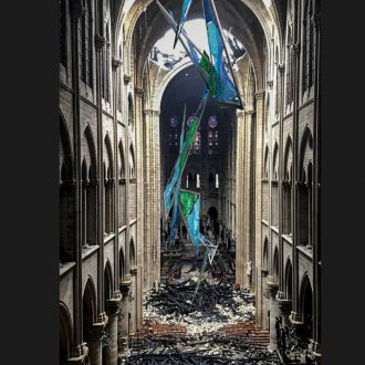 Janine von Thungen, Glasspin, in Notre Dame, Paris